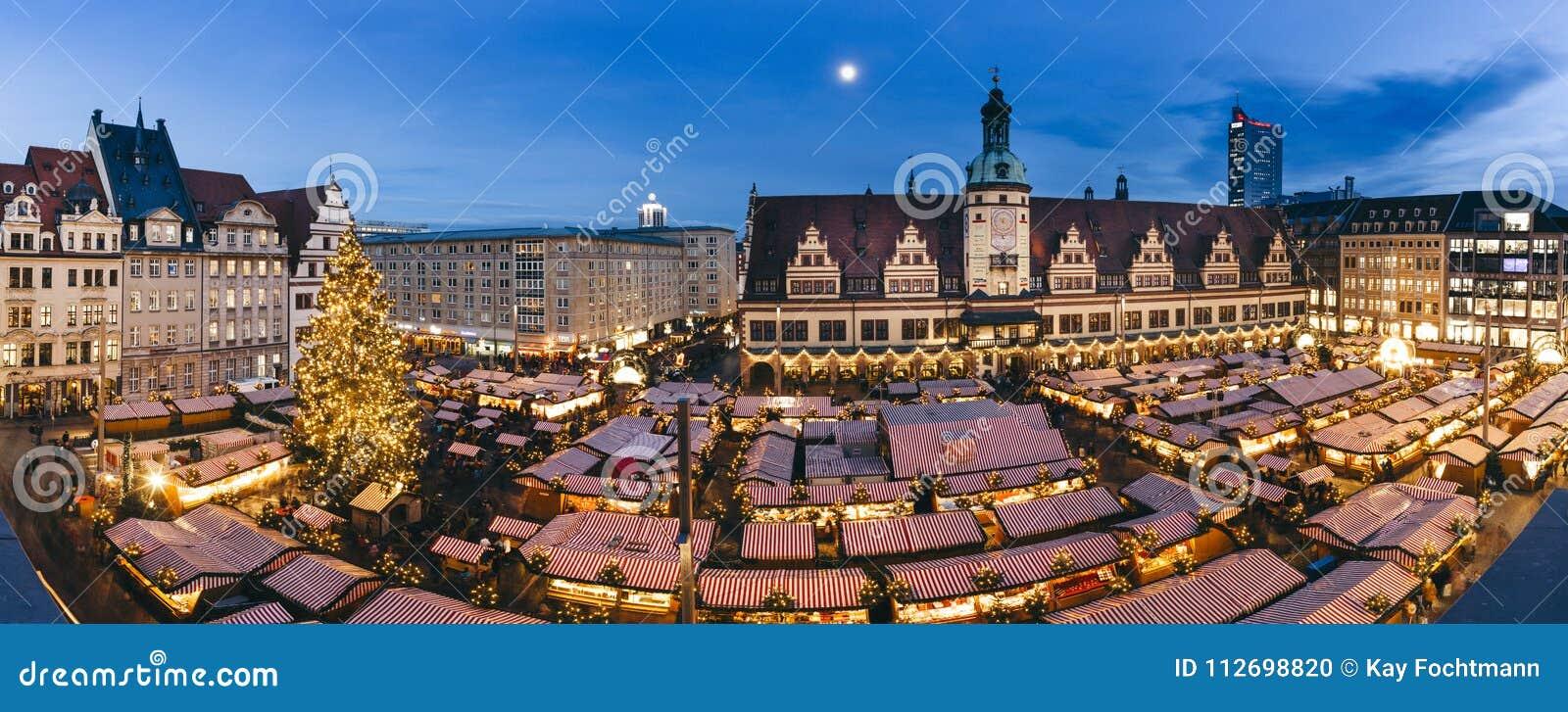 Place centrale de Leipzig, Allemagne, avec le marché de Noël