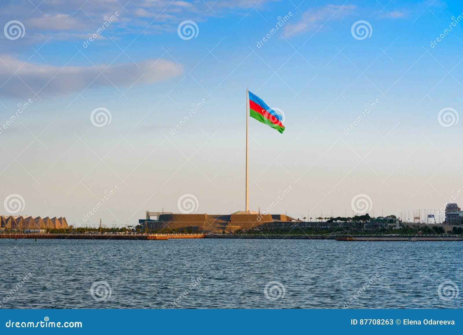 Place de drapeau national à Bakou