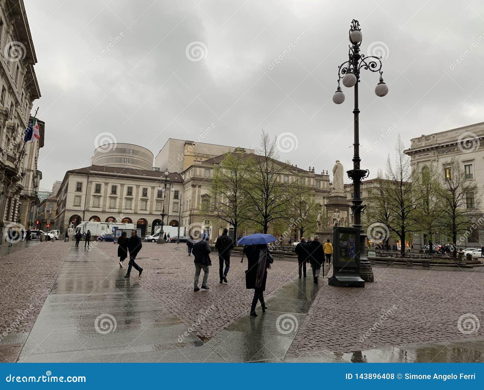 Place de La Scala en Milan Italy