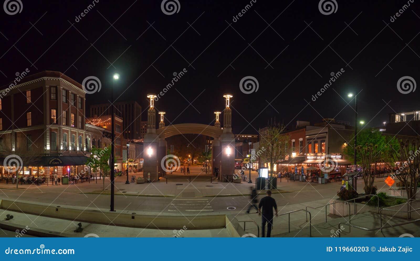 Place du marché, Knoxville, Tennessee, Etats-Unis d Amérique : [La vie de nuit au centre de Knoxville]