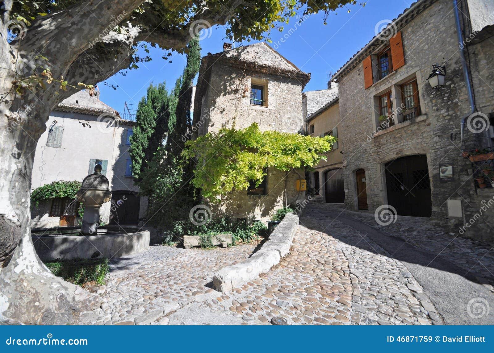 place du vieux marche vaison la romaine vancluse in provence stock image image 46871759. Black Bedroom Furniture Sets. Home Design Ideas