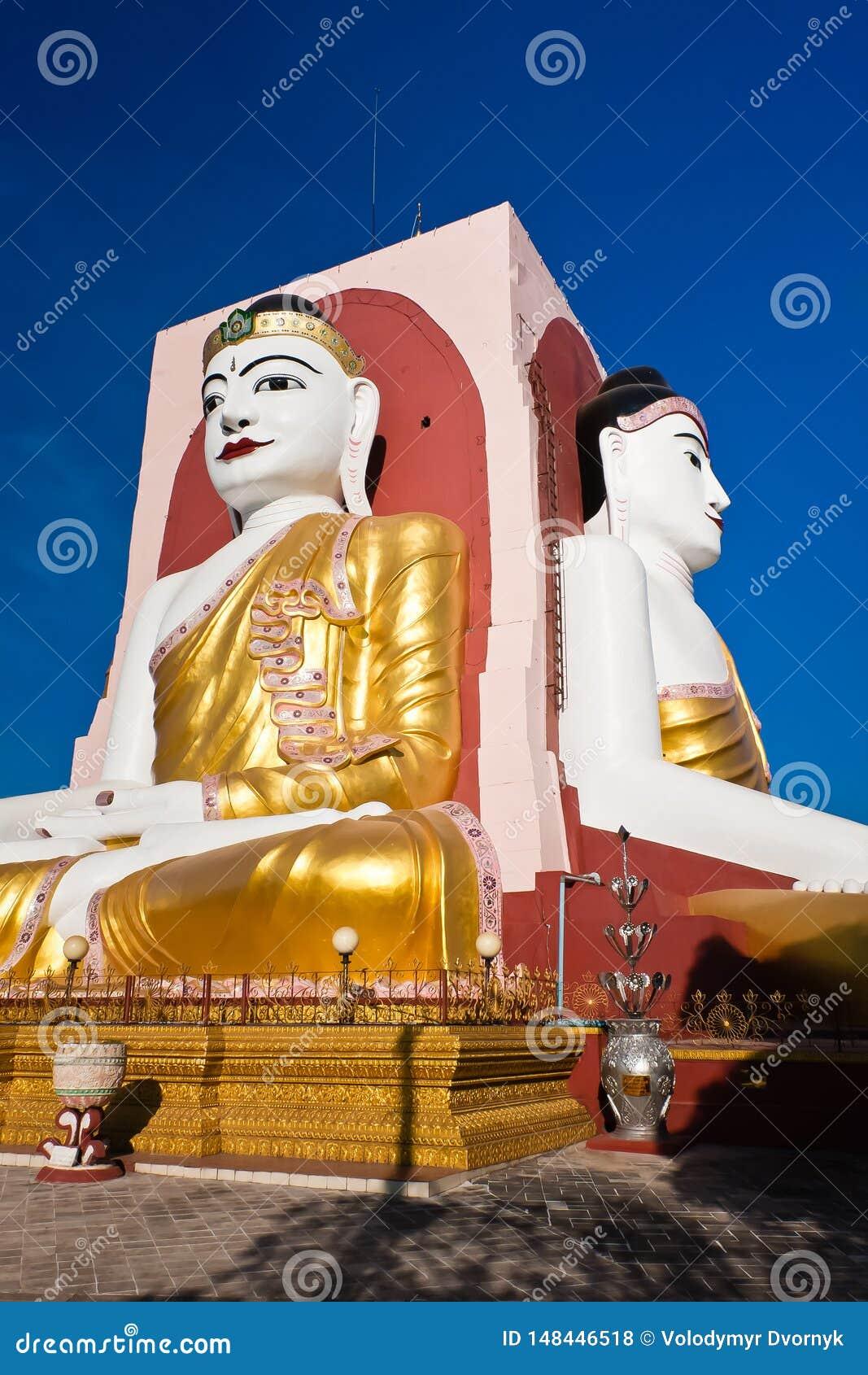 Placerade Buddha p? Kyaik Pun Pagoda, Bago, Myanmar