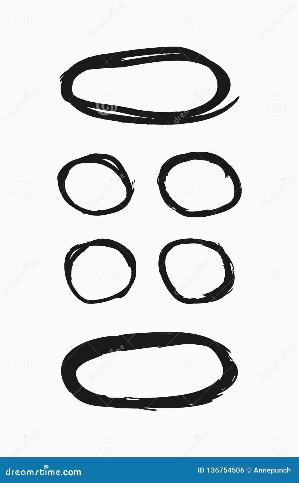Placez des cadres minces ronds dessinés à la main Collection de frontières grunges Croquis, peinture, aquarelle