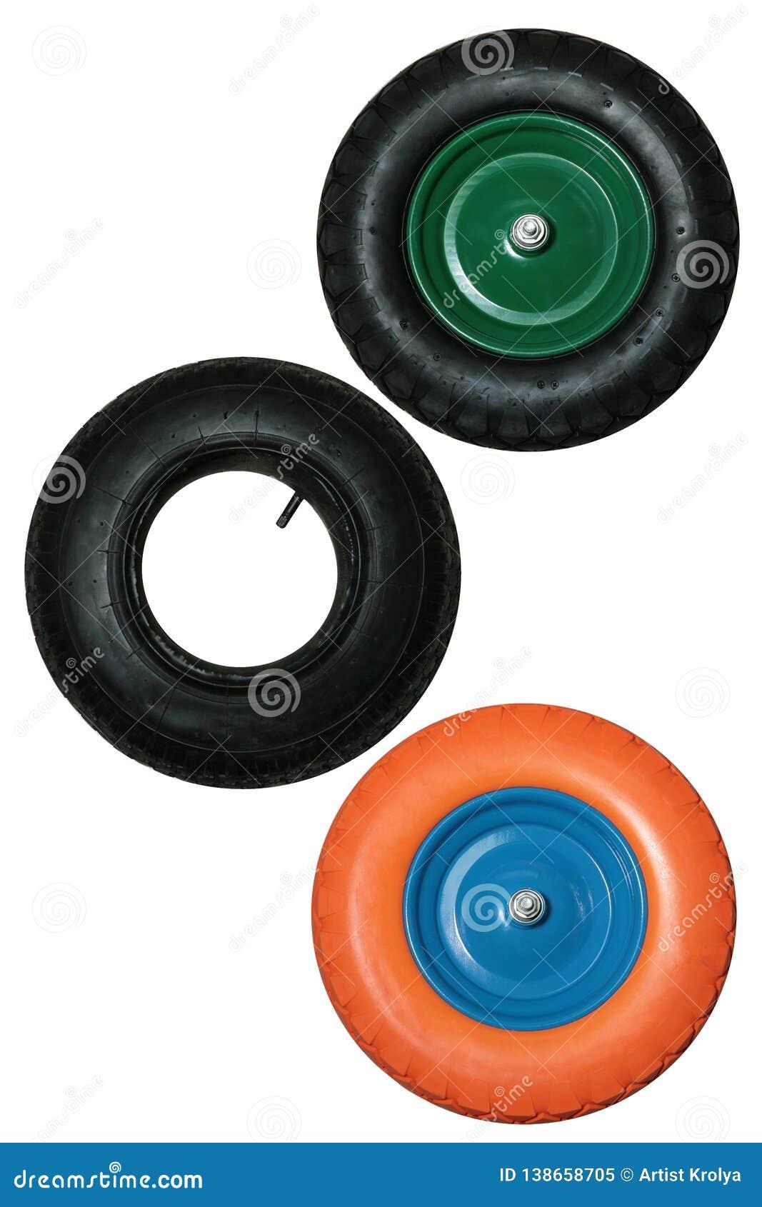 Placez des roues pour la brouette de roue