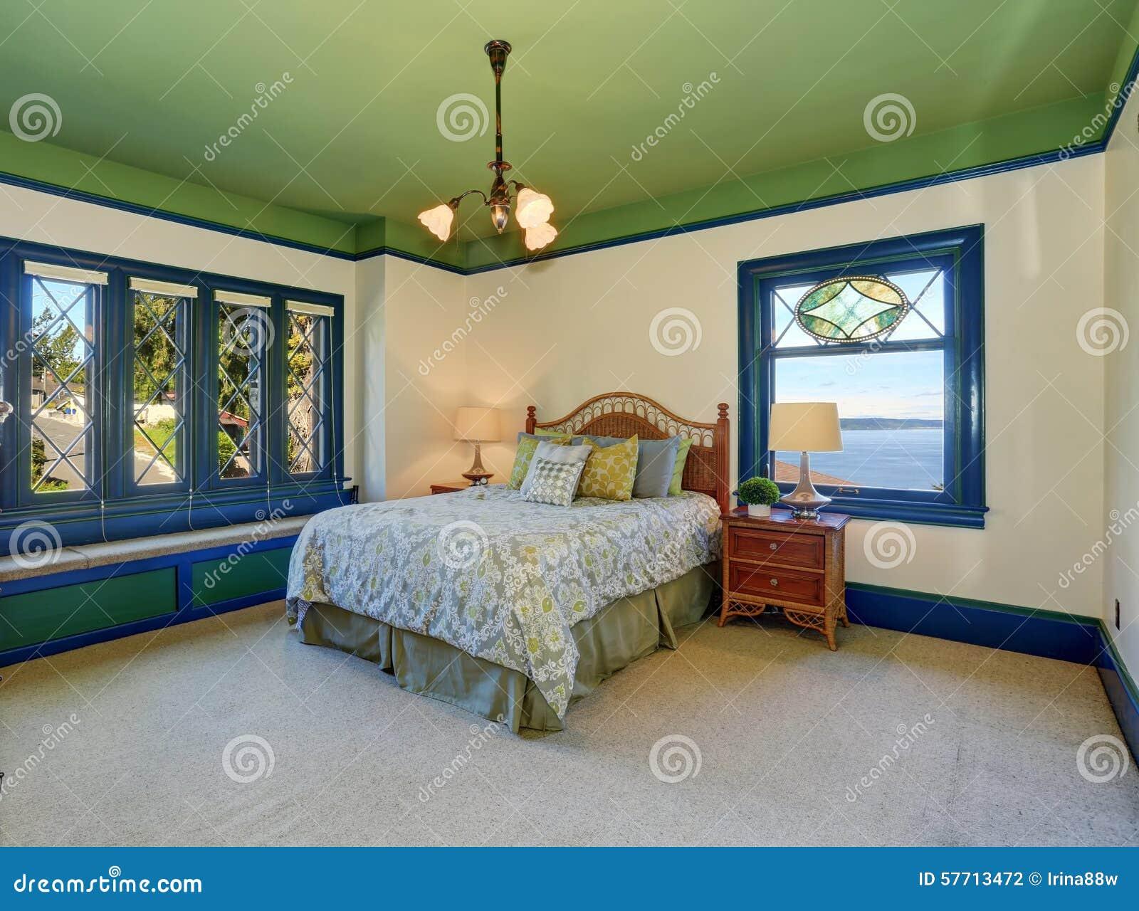 Plafond Coloré De Vert De Chambre à Coucher Photo stock - Image du ...