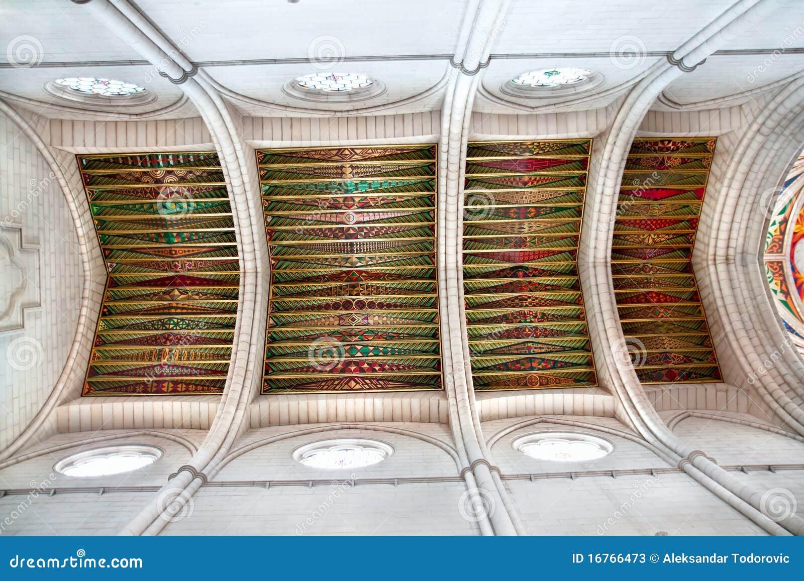 plafond d coratif dans la cath drale d 39 almudena photos. Black Bedroom Furniture Sets. Home Design Ideas