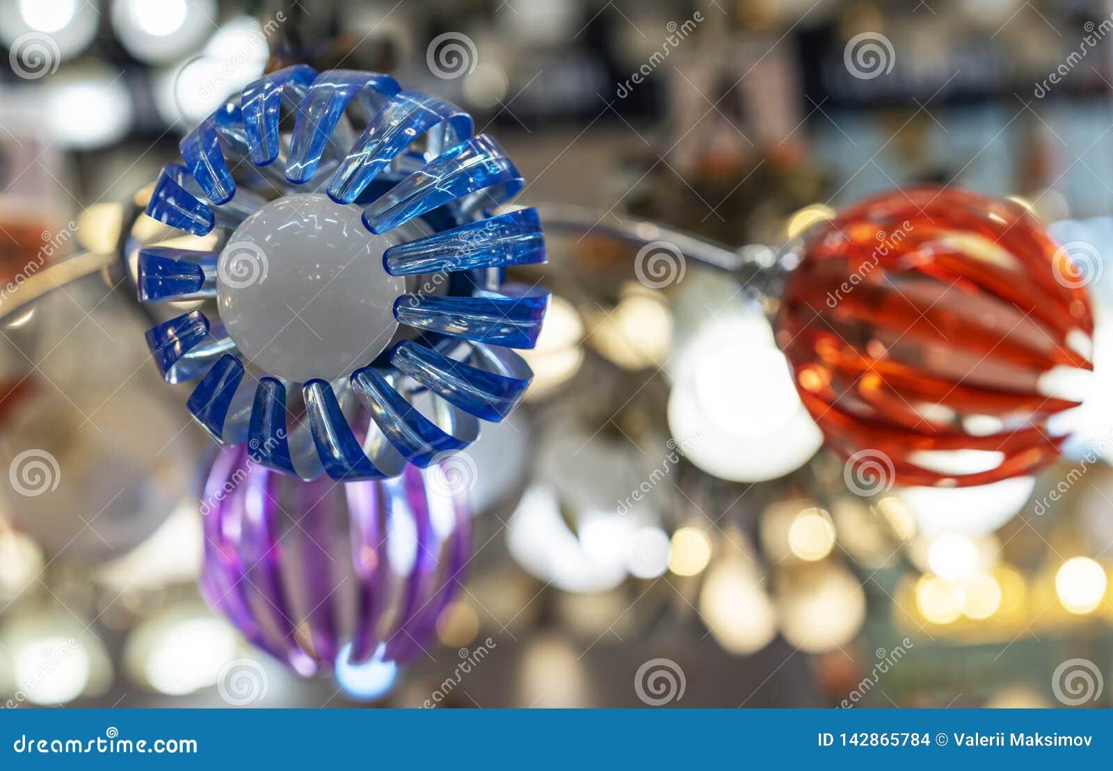 Plafond plástico bajo la forma de flor del descenso-abajo