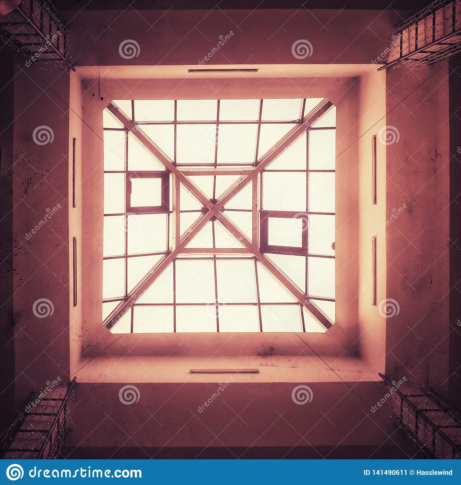Plafond van het glas het vierkante dak