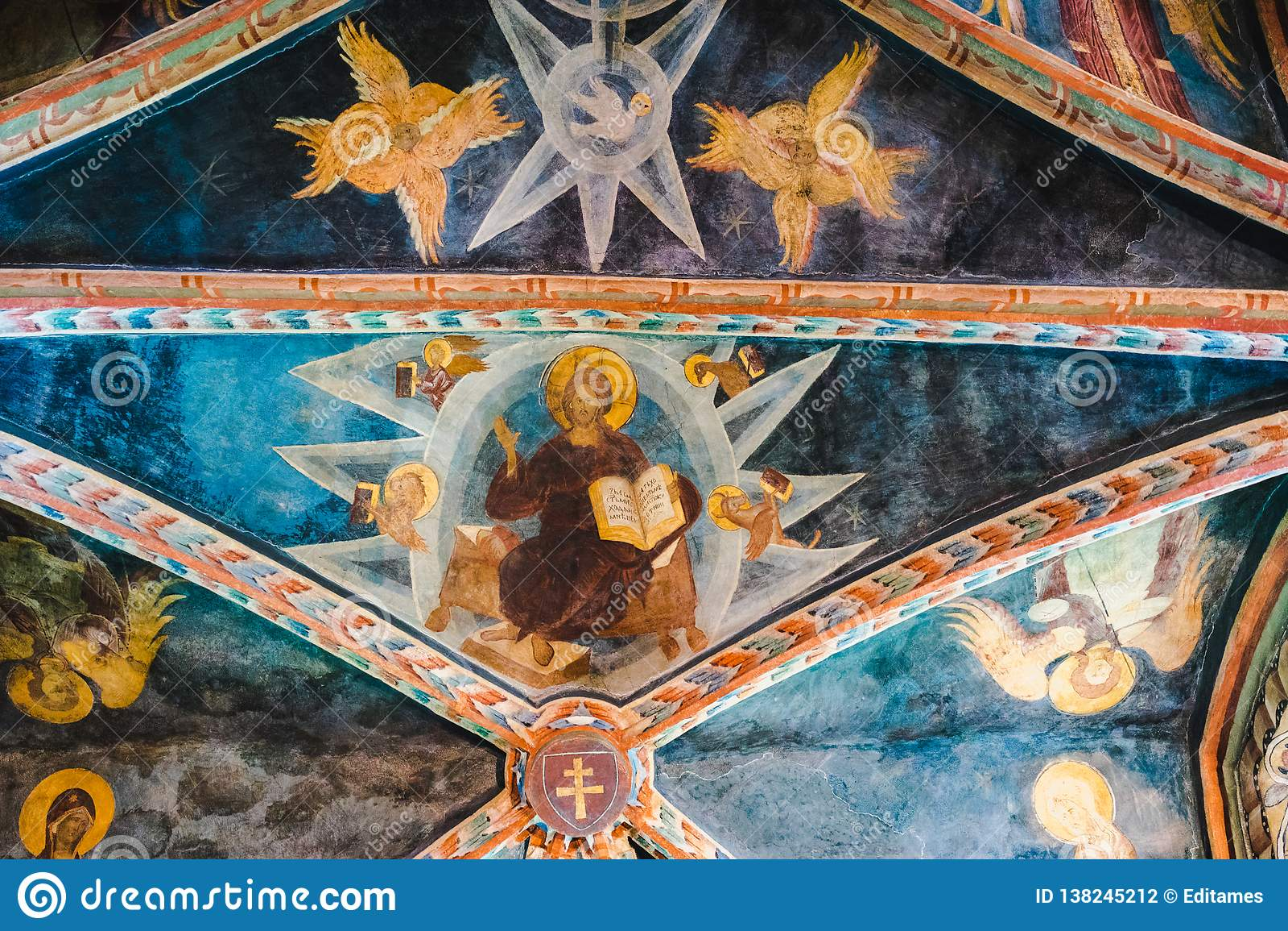 Plafondfresko s - met Christus, engelen en duif