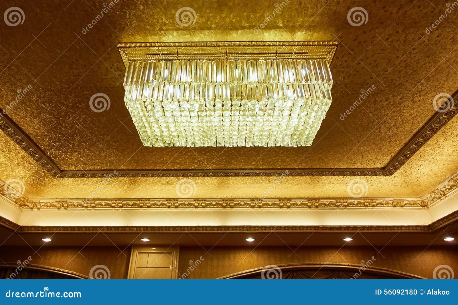 Plafoniere Soffitto Cristallo : Plafoniera di cristallo fotografia stock immagine