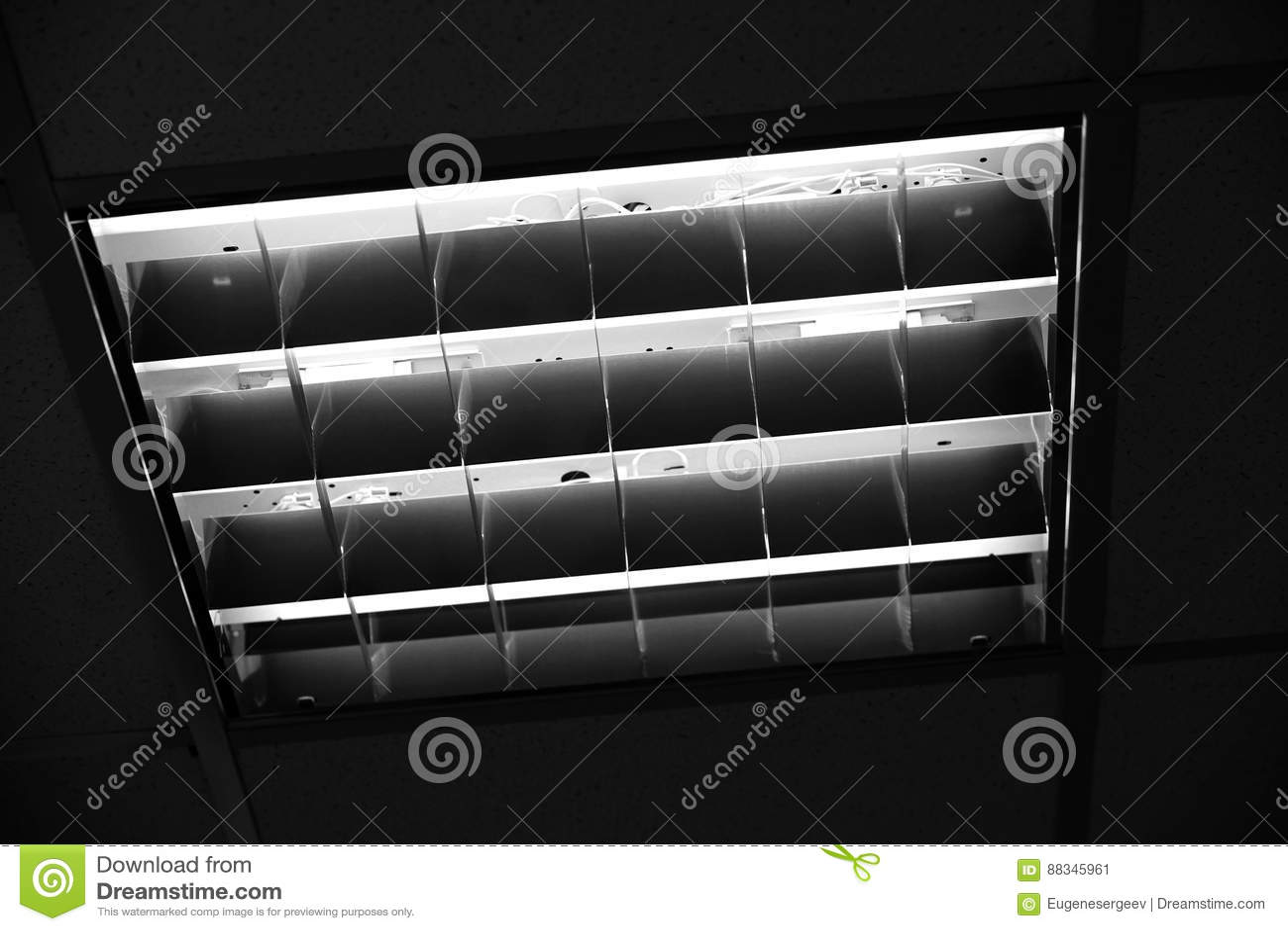 Plafoniere Neon Per Ufficio : Plafoniera incorporata dell ufficio immagine stock di