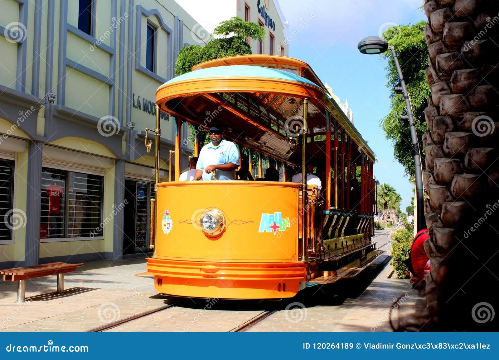 Plage d Aruba de voiture de chariot