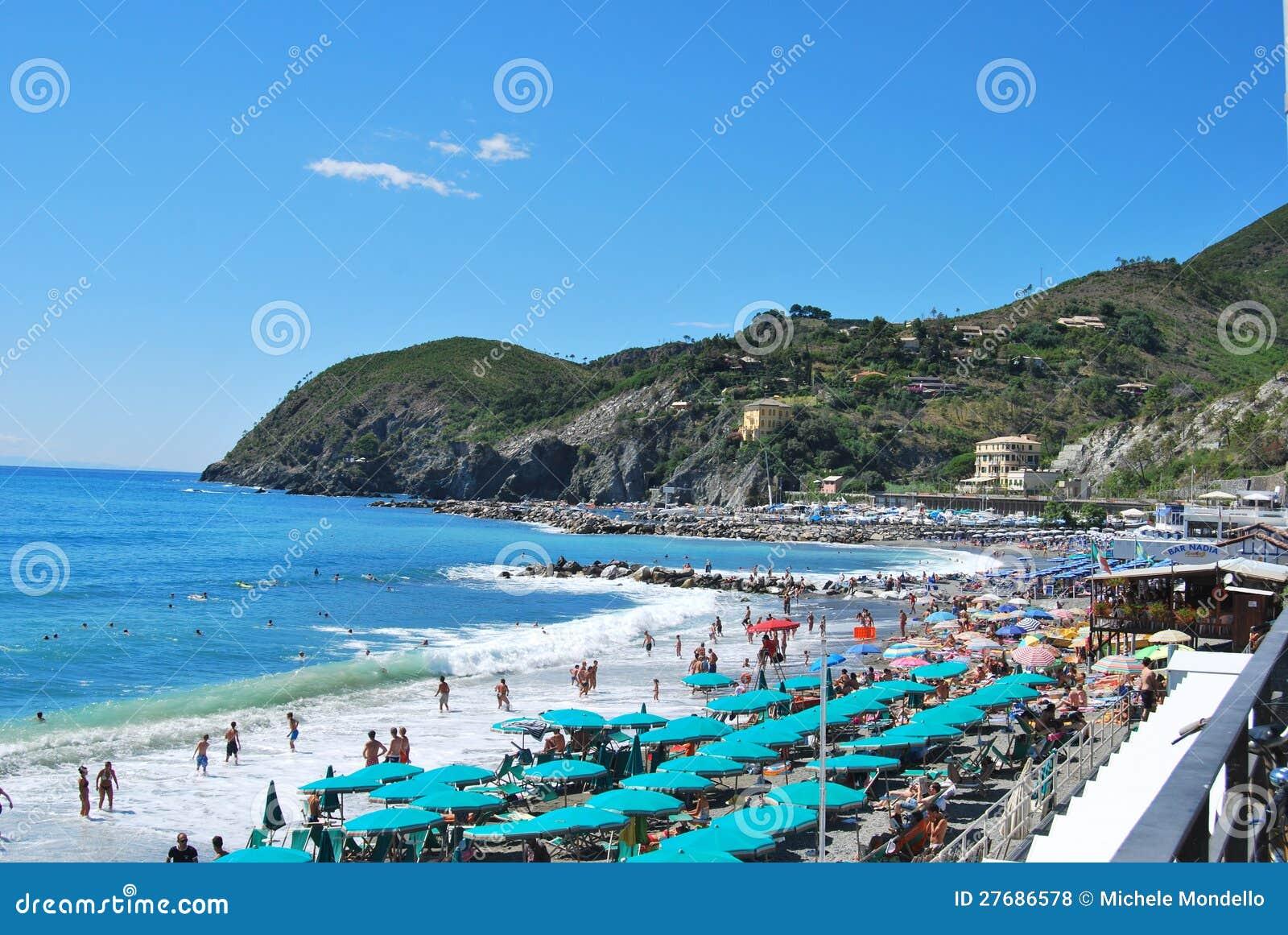Plage de levanto l 39 italie photo stock ditorial image du italie ville 27686578 - Levanto italie office du tourisme ...
