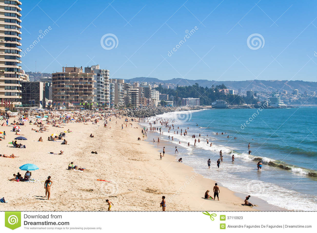 plage et paysage urbain en vina del mar photo stock ditorial image 37110923. Black Bedroom Furniture Sets. Home Design Ideas