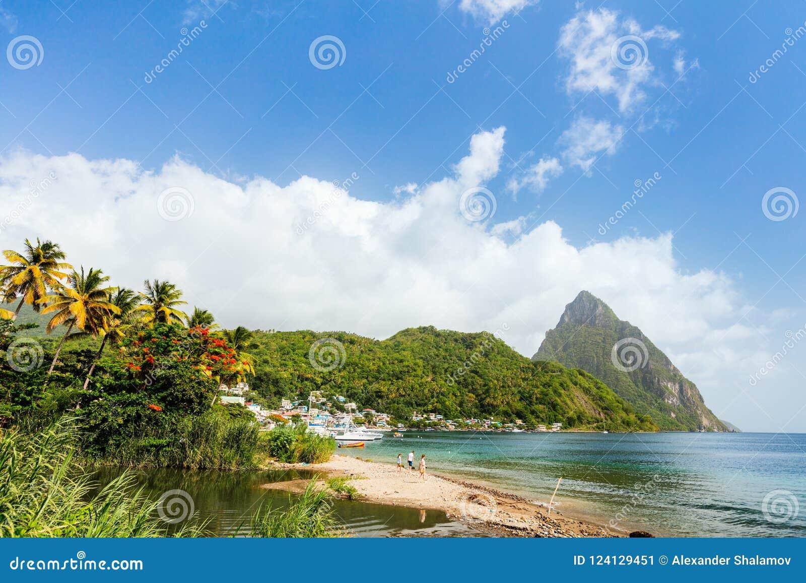 Plage idyllique chez les Caraïbe