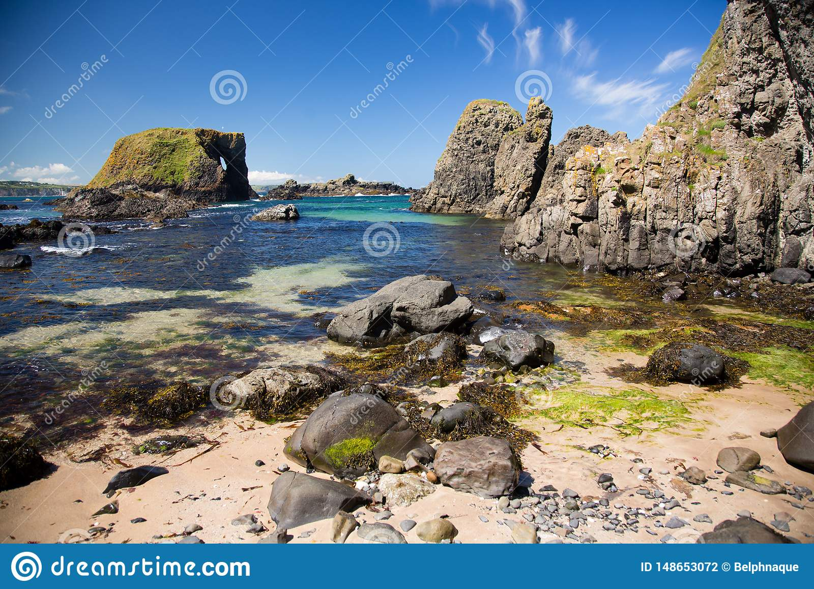 Plage irlandaise, c?t? de mer, horizon, formations de roche sauvages, beaut? naturelle
