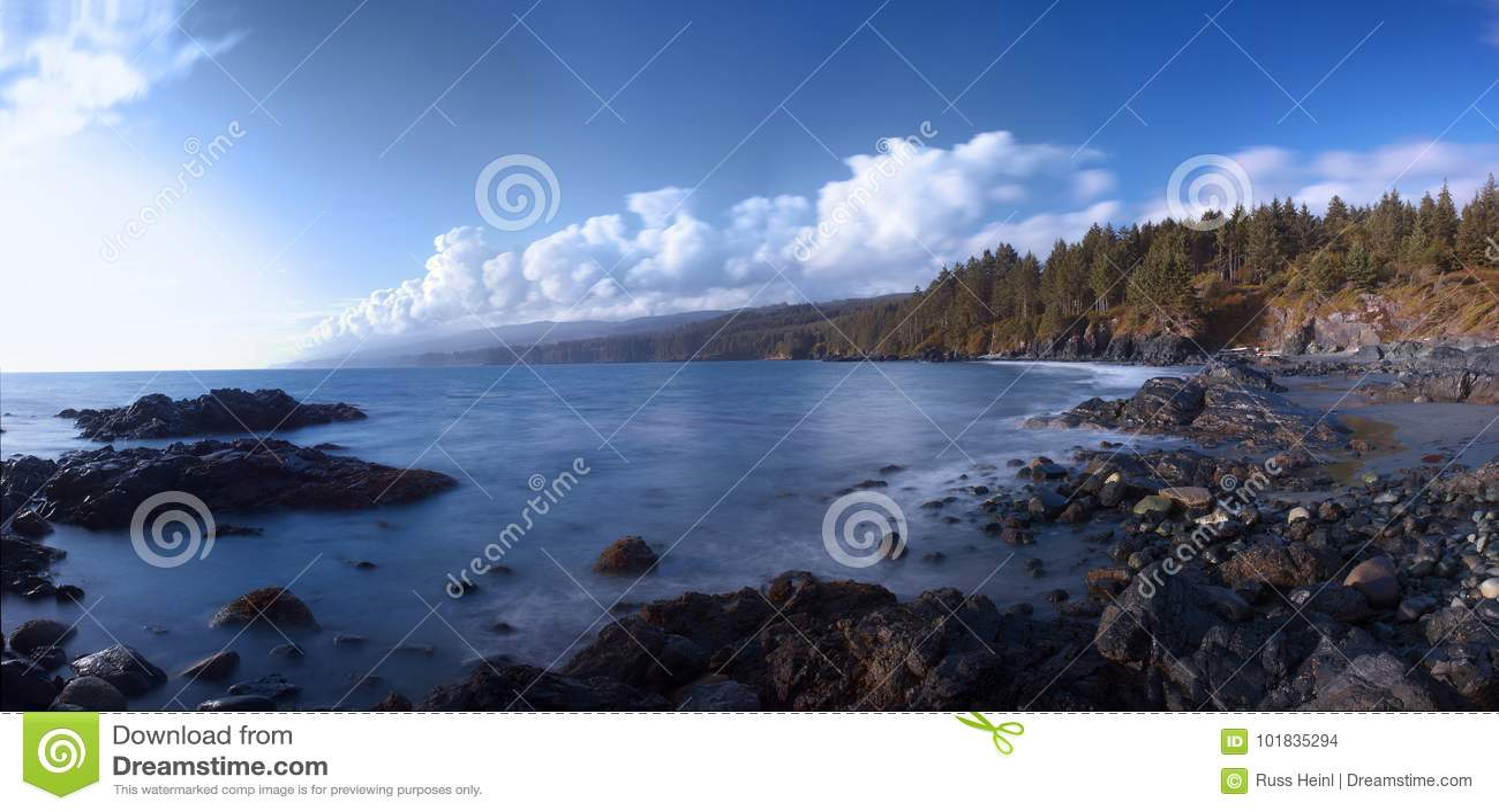 Plage rocheuse sur la côte ouest du ` s de Canada, Sooke, île de Vancouver, AVANT JÉSUS CHRIST