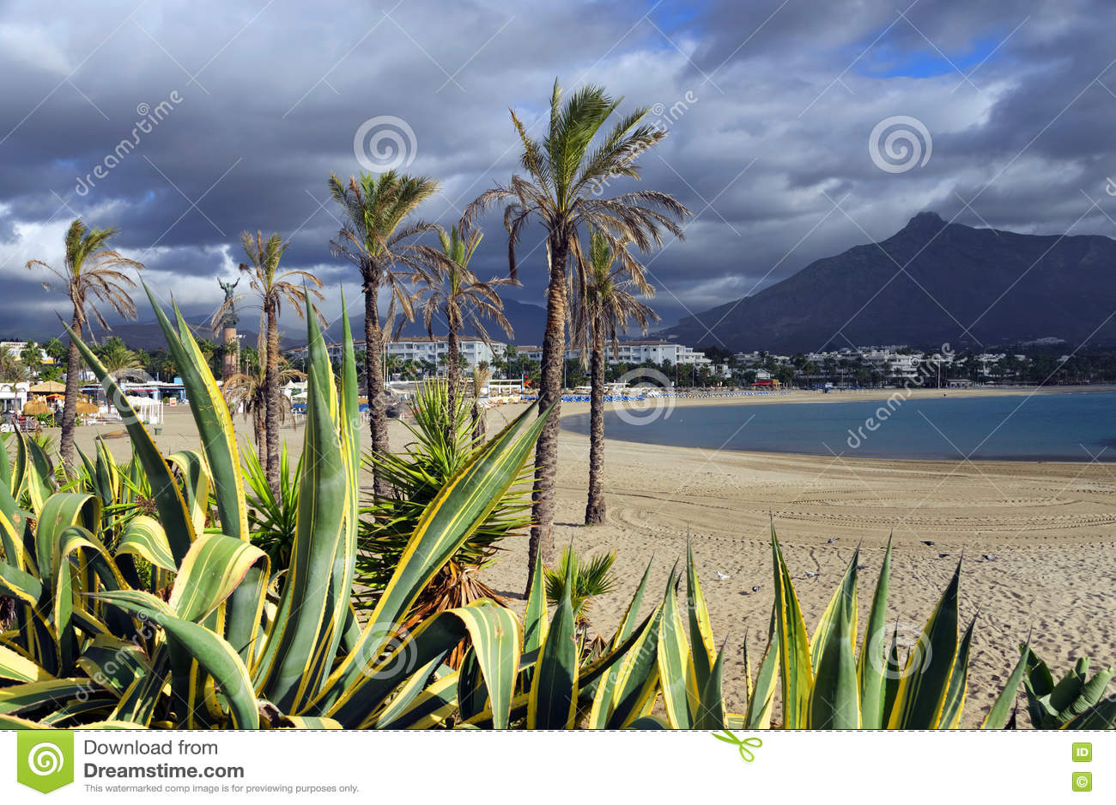 Download Plage Sablonneuse De Marbella Photo stock - Image du relaxation, vide: 63092044