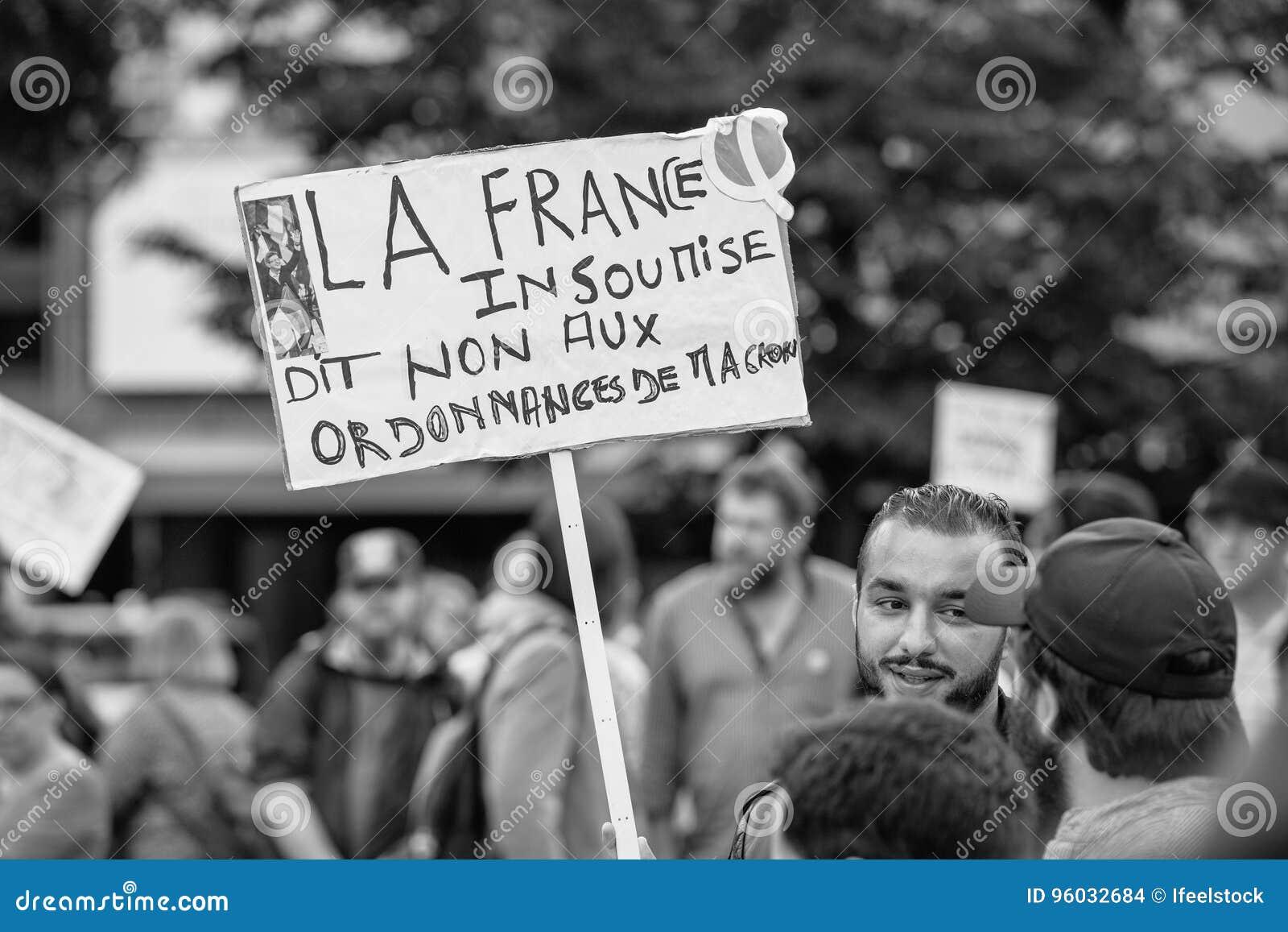 Plakaty przy protestem