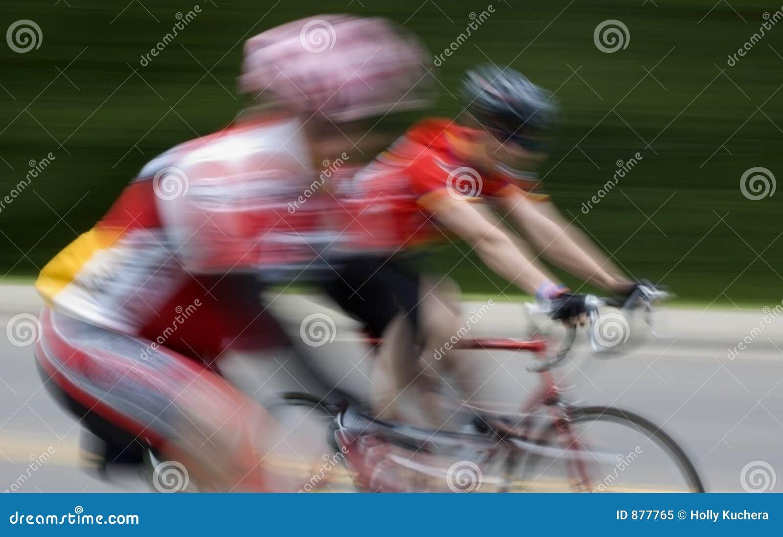Plama rowerzystów szybkiego przepływu ruchu