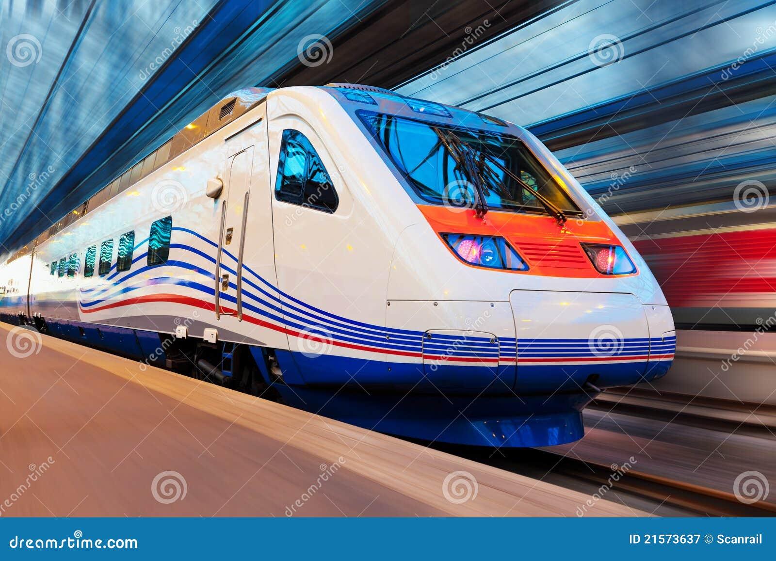 Plamy wysoko nowożytny ruchu prędkości pociąg