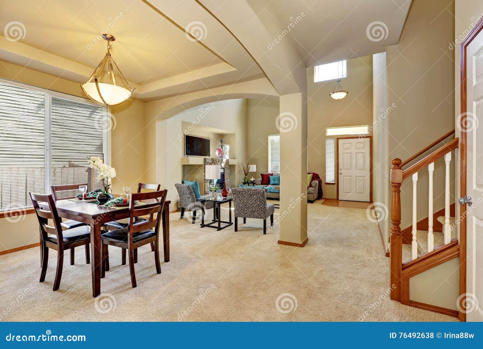 plan d 39 tage ouvert salle manger et salon avec l 39 entr e photo stock image du vivre. Black Bedroom Furniture Sets. Home Design Ideas