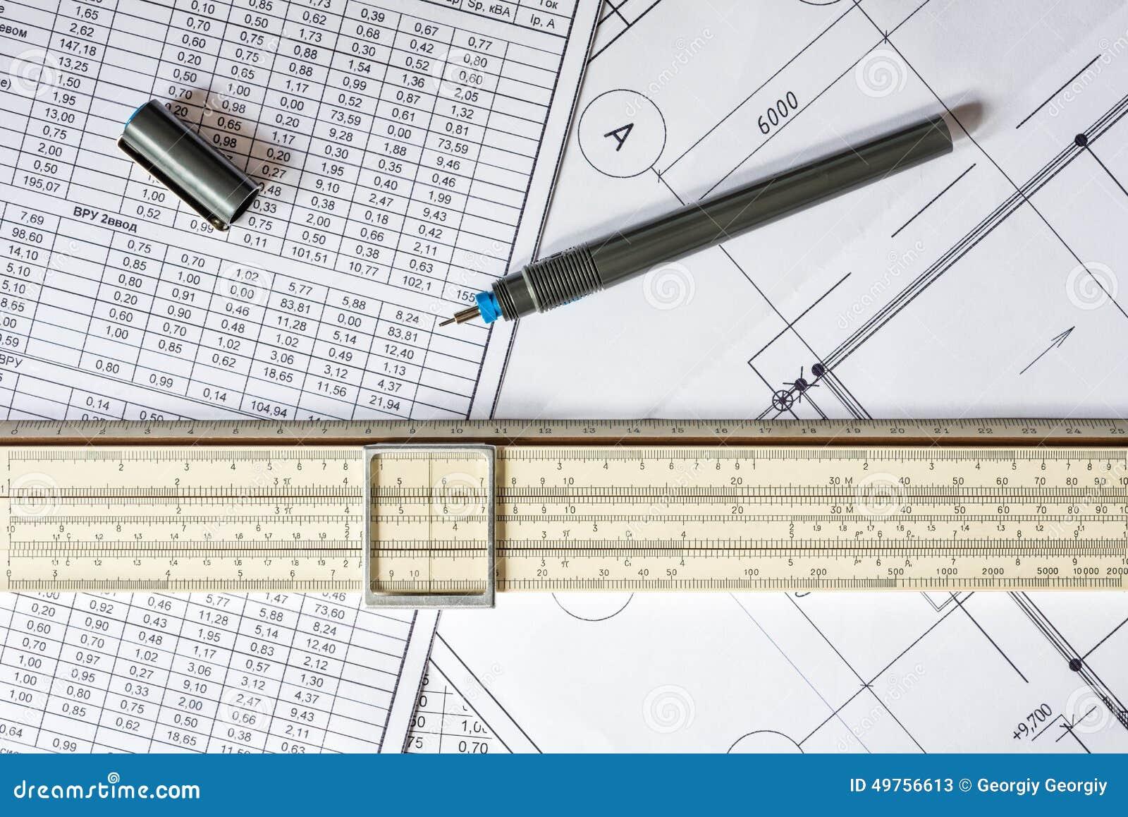 Plan de maison de dessin r gle calcul et crayon sur la - Maison de la table ...