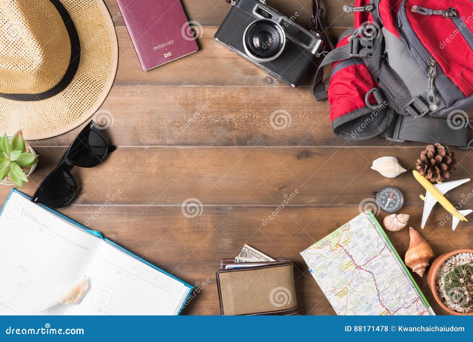 Plan de viaje, accesorios para el viaje, maqueta de las vacaciones del viaje del turismo
