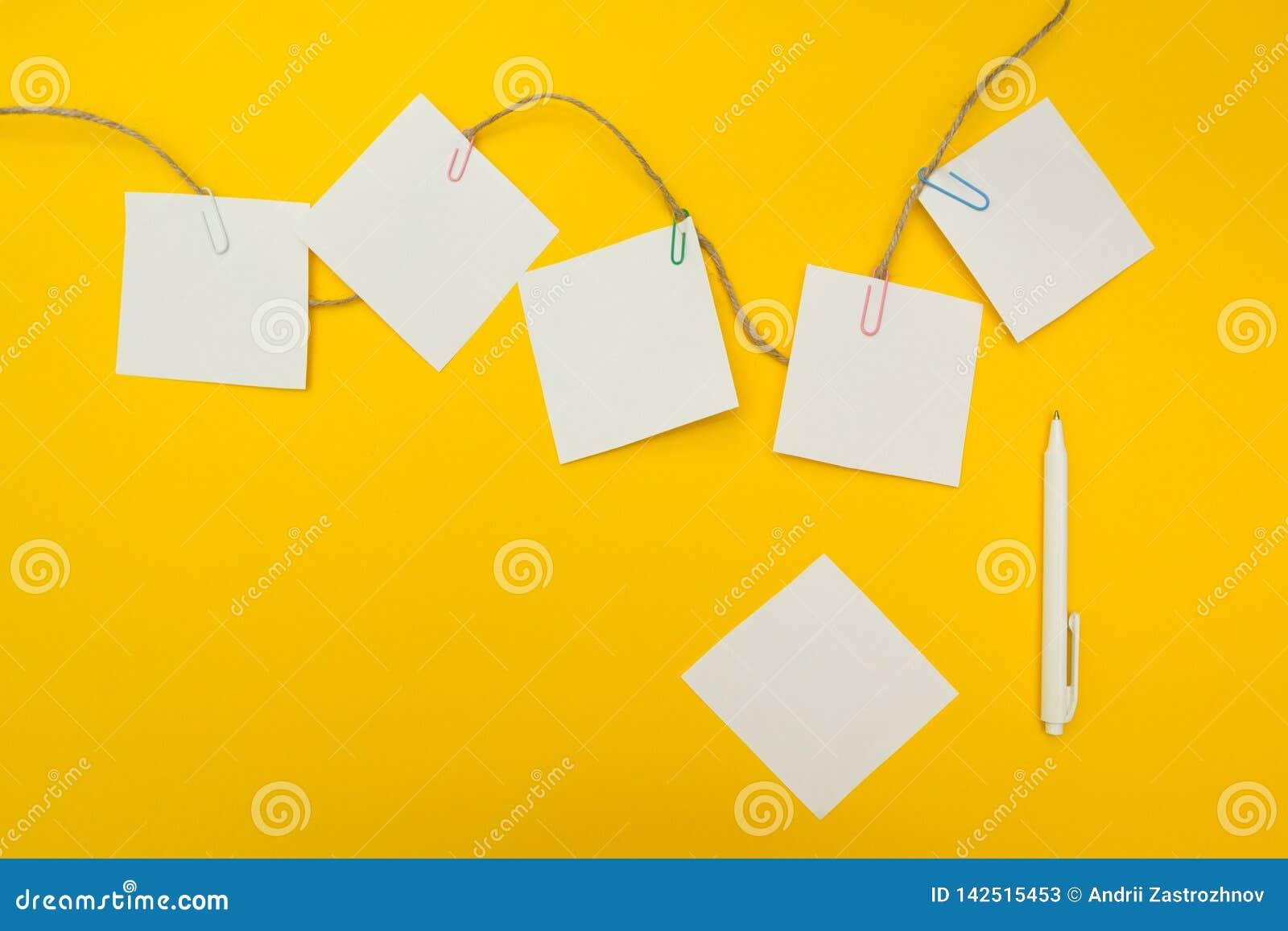 Plan empresarial, concepto del negocio, espacio vacío para el texto Fondo amarillo Composición plana