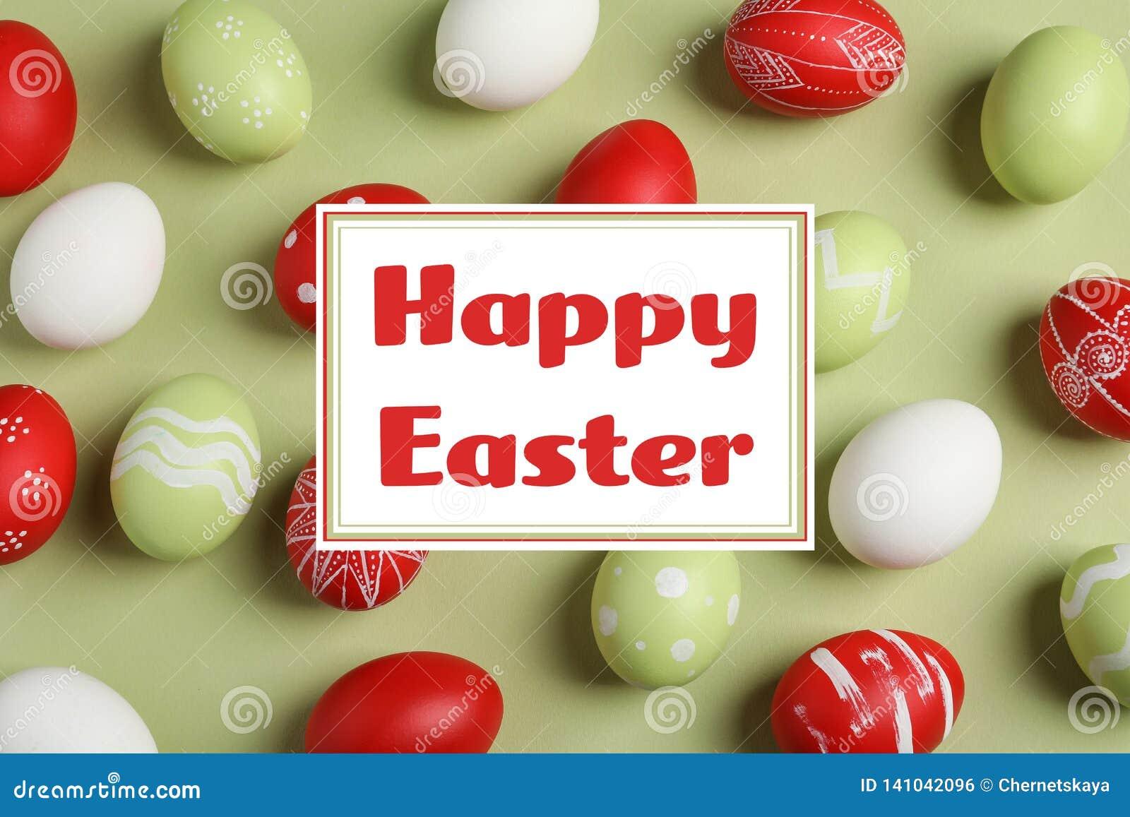Plan lekmanna- sammansättning av målade ägg och den lyckliga påsken för text