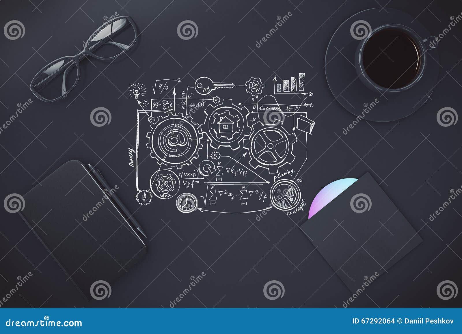 Plan peint sur la table noire avec la tasse du café, du journal intime et du d CD