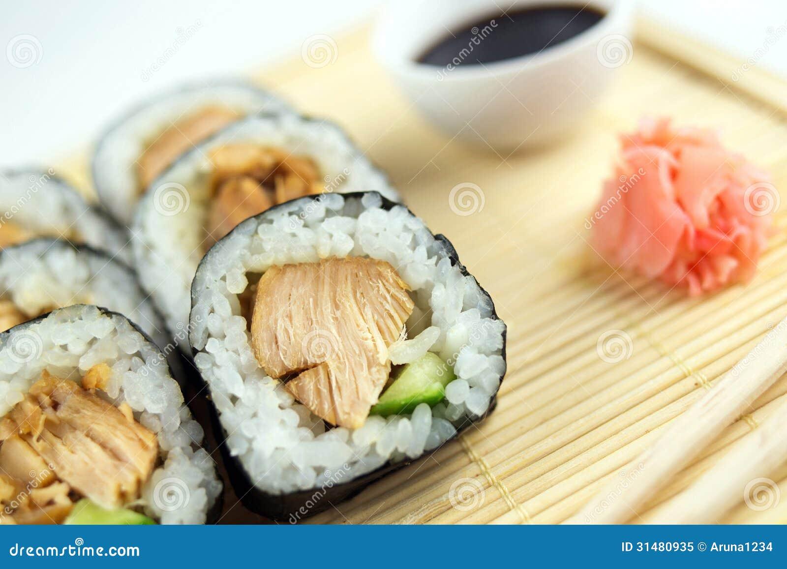 Super Plan Rapproché Des Petits Pains De Sushi De Poulet De Teriyaki  SG92