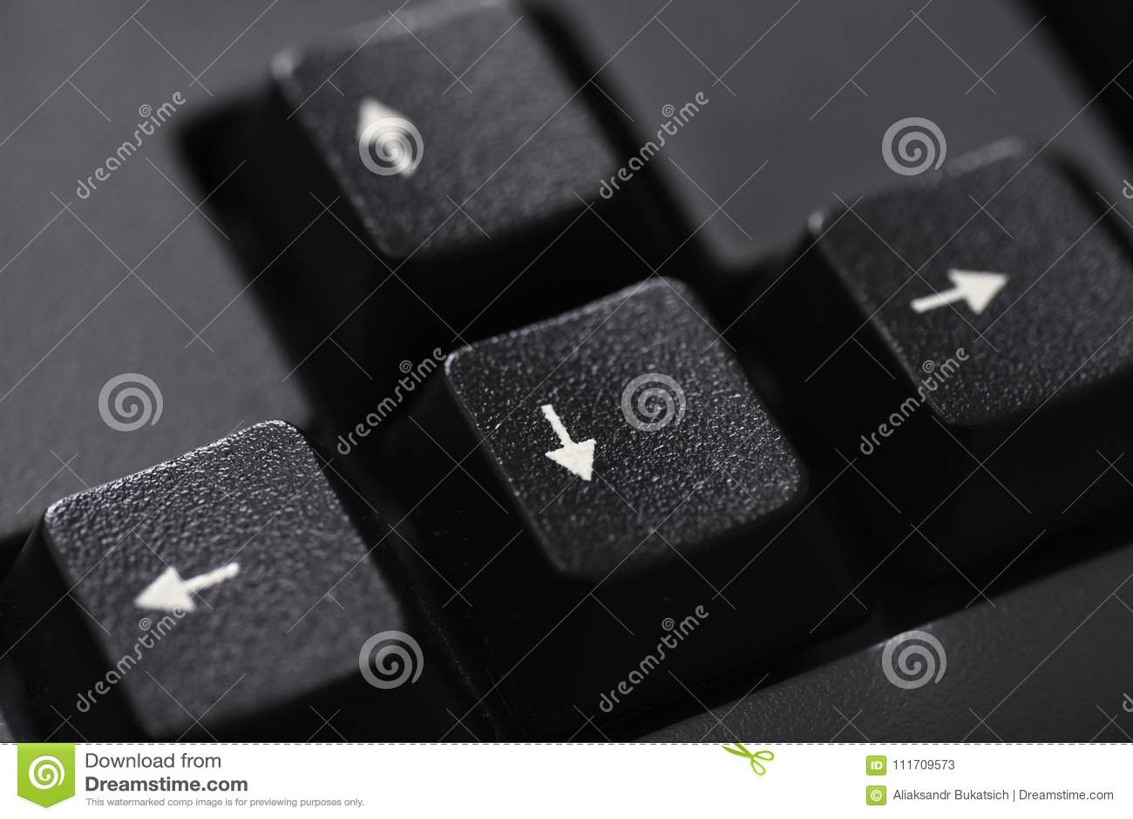 Plan rapproché d un bouton noir de flèche de clavier