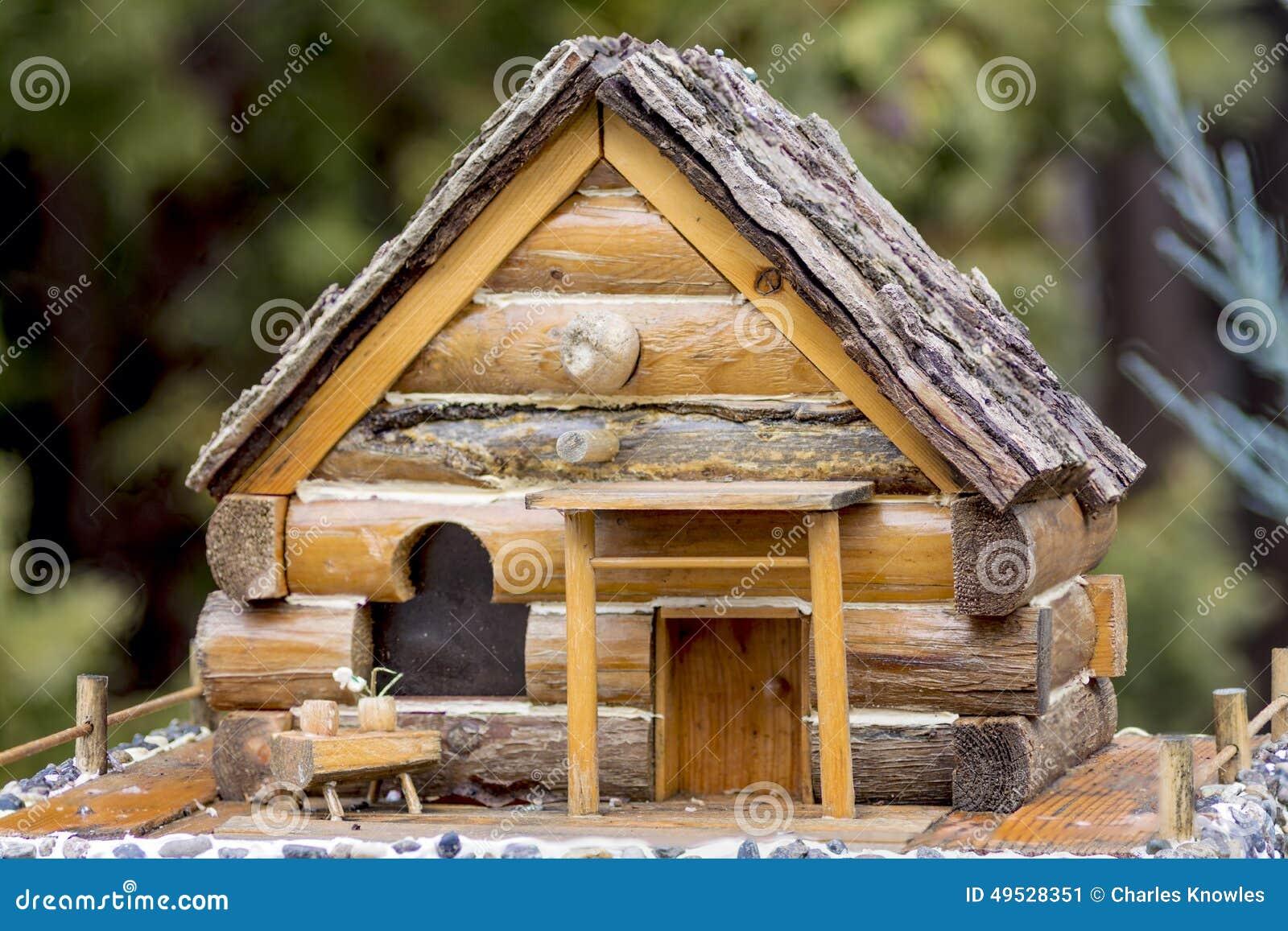 Plan rapproch d 39 une petite maison pour des oiseaux photo stock image 49528351 - Maison oiseau bois ...
