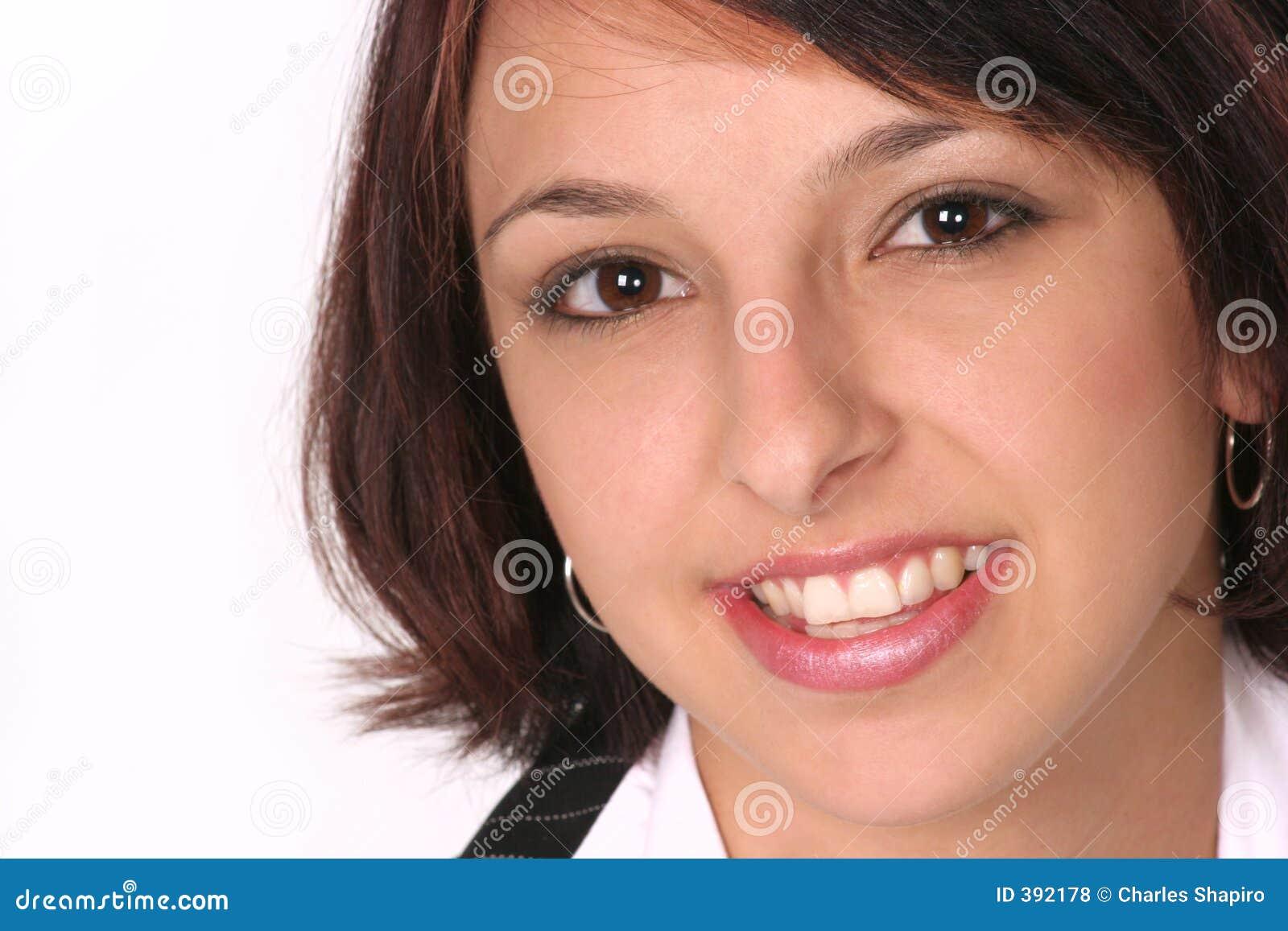 Plan rapproché de fille souriant à vous