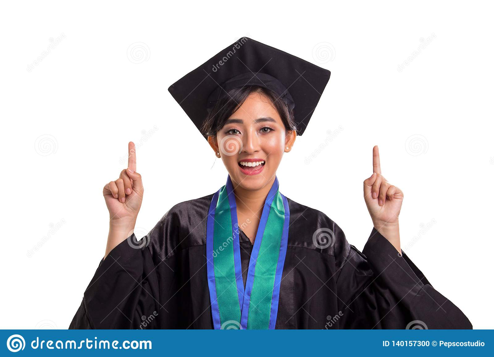 Plan rapproché de la fille attirante d étudiant dans son costume licencié dirigeant les deux doigts de mains