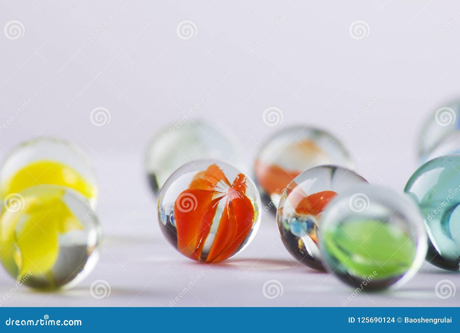Plan rapproché de perle en verre de couleur