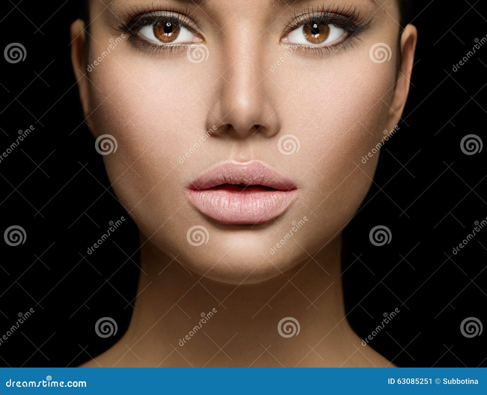 Download Plan Rapproché De Portrait De Visage De Femme De Beauté Image stock - Image du closeup, caucasien: 63085251