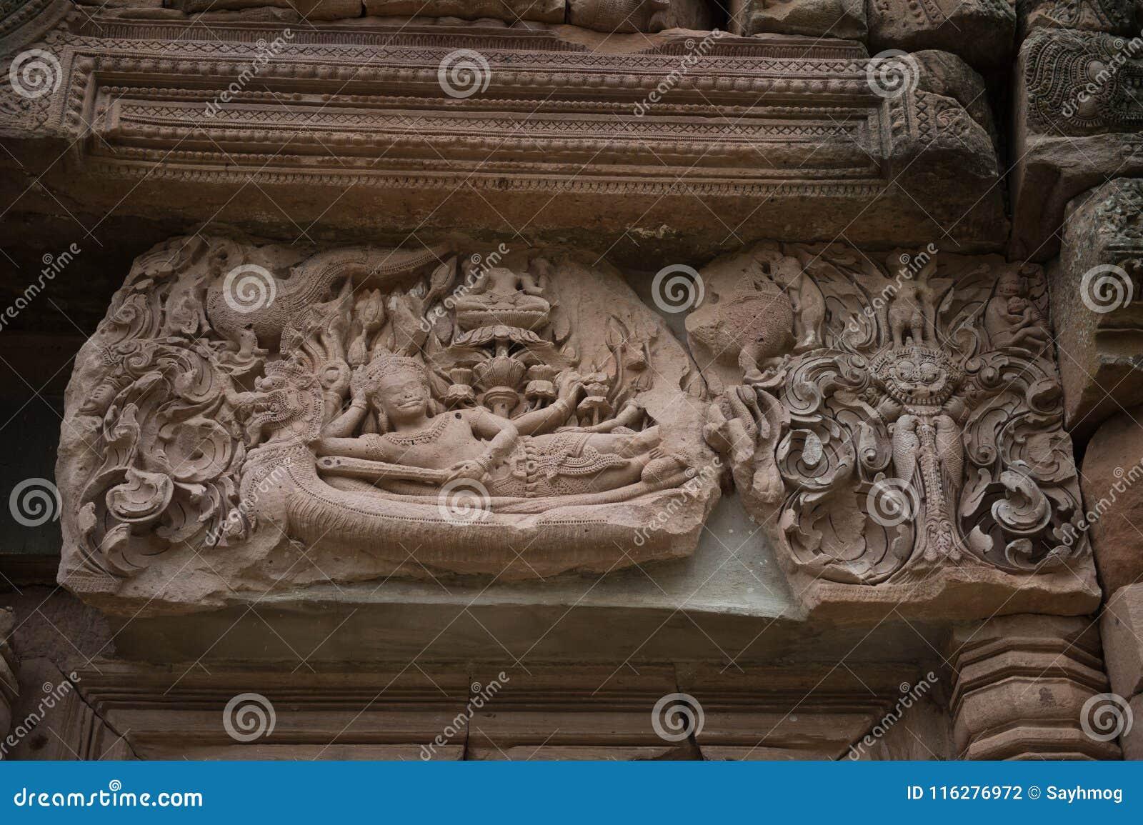 Plan rapproché de sculpteur en histoire de Wat Khao Phanom Rung Castle
