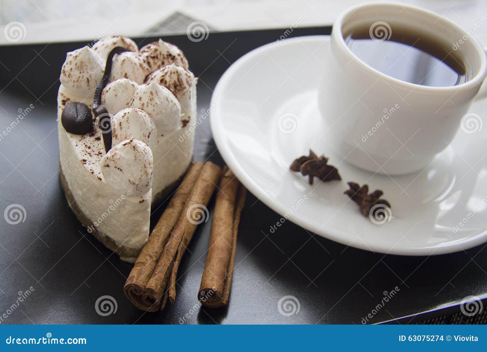 Download Plan Rapproché De Tiramisu De Plat Noir Photo stock - Image du cacao, part: 63075274