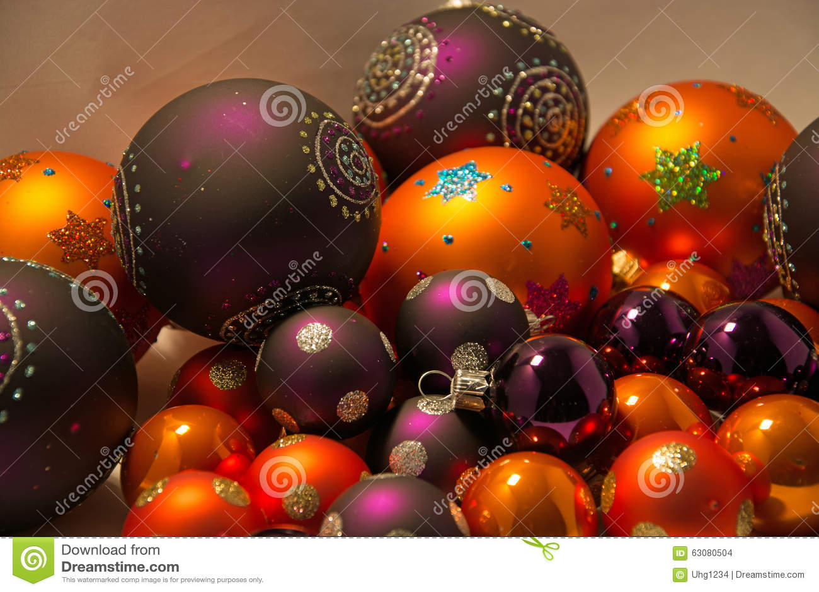 Download Plan Rapproché Des Boules De Noël Photo stock - Image du rond, arrivée: 63080504