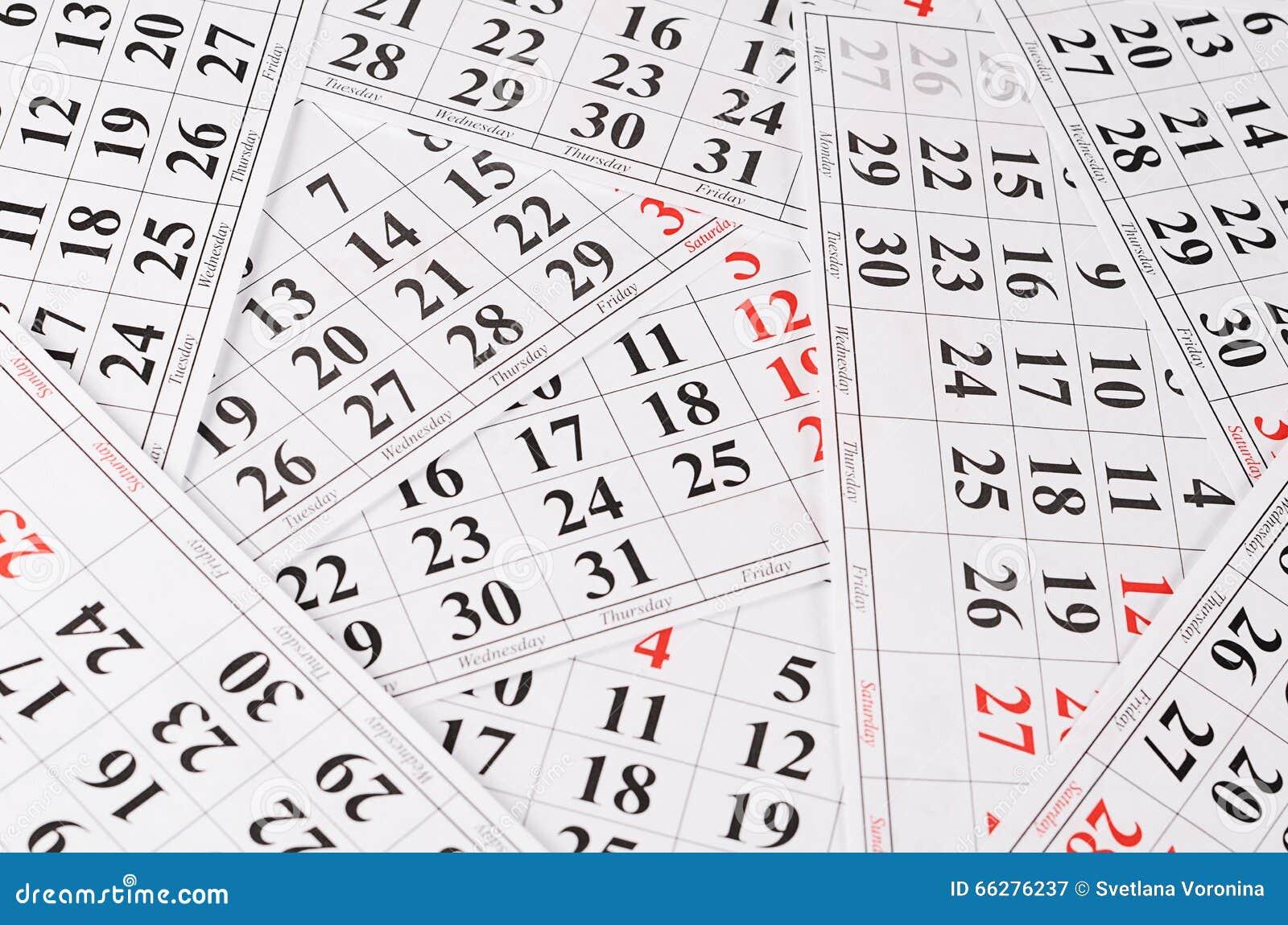 Plan rapproché des dates à la page de calendrier