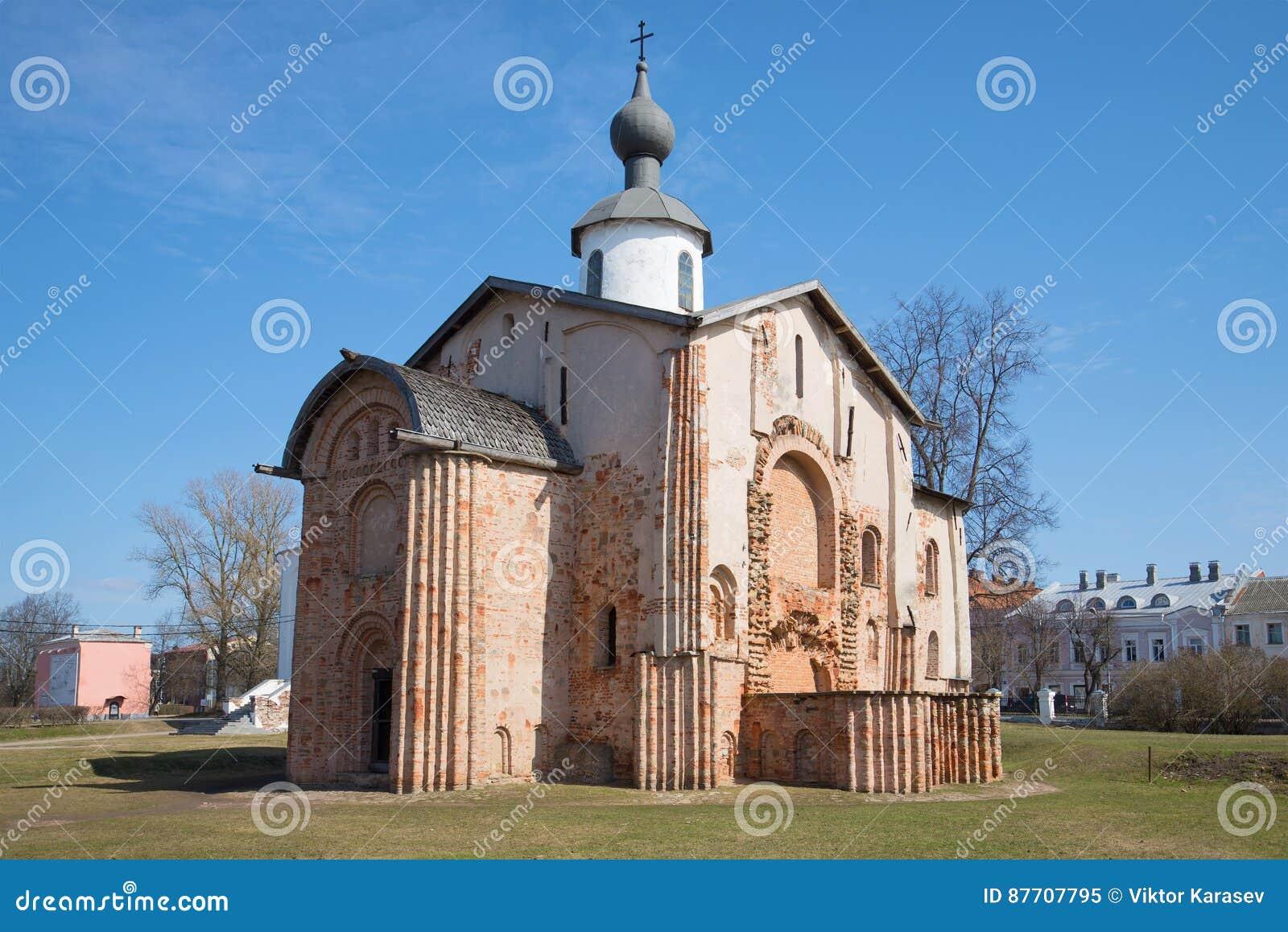 Plan rapproché médiéval de St Paraskevy vendredi d église, jour ensoleillé d avril Veliky Novgorod, Russie