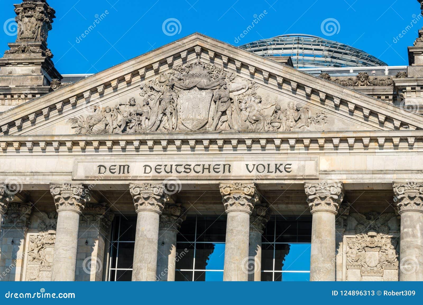 Plan rapproché pour l anglais de DEM Deutschen Volke d inscription : Aux personnes allemandes au bâtiment de Reichstag