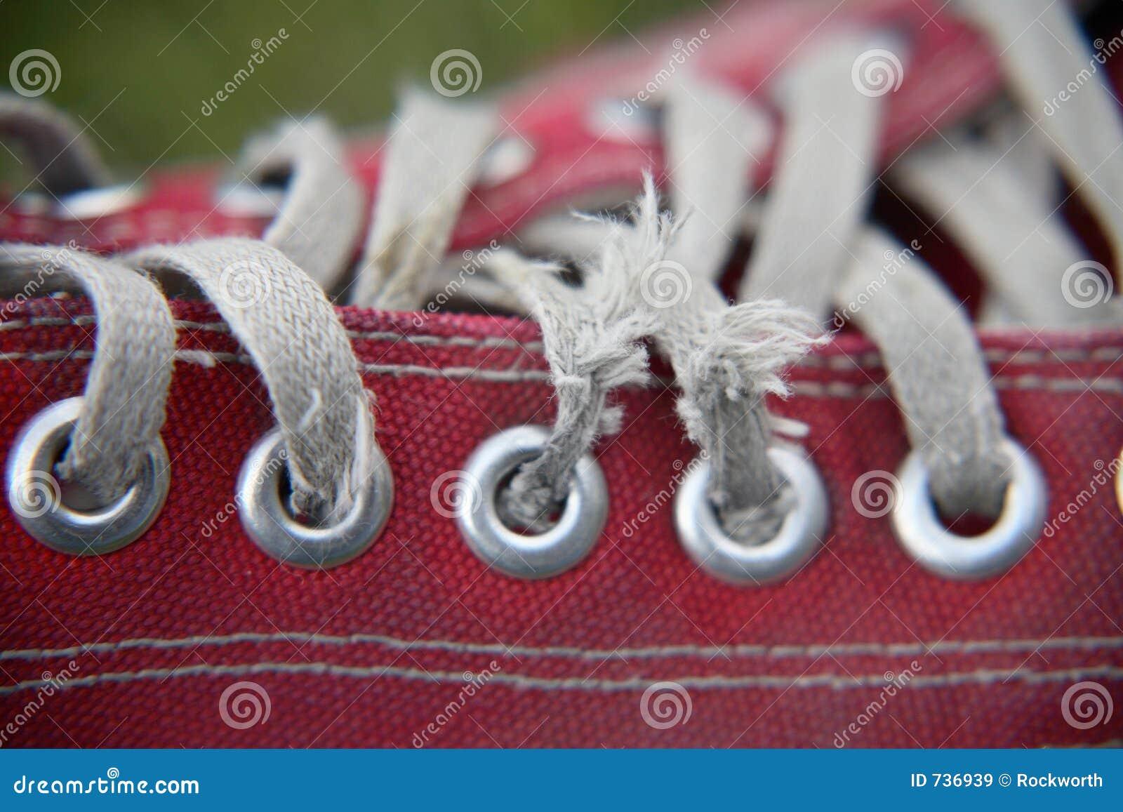 Plan rapproché rouge de chaussure