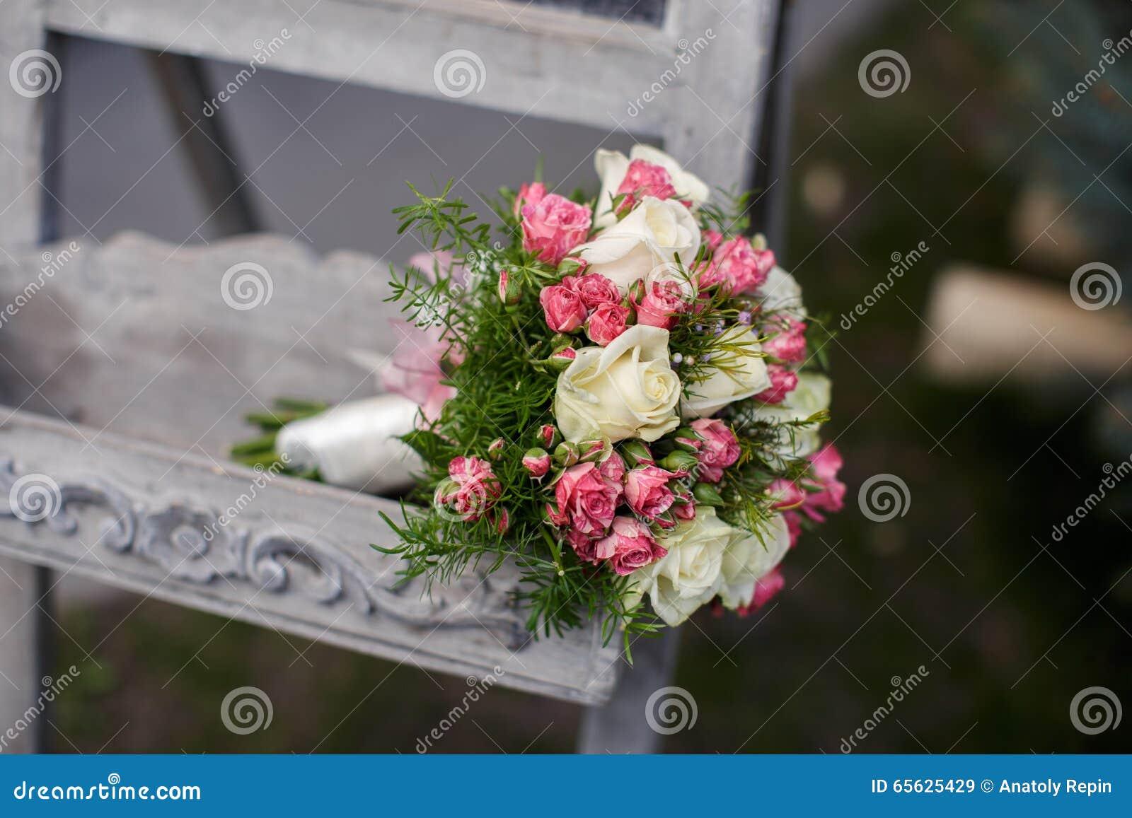 Plan rapproché tiré du beau bouquet de mariage