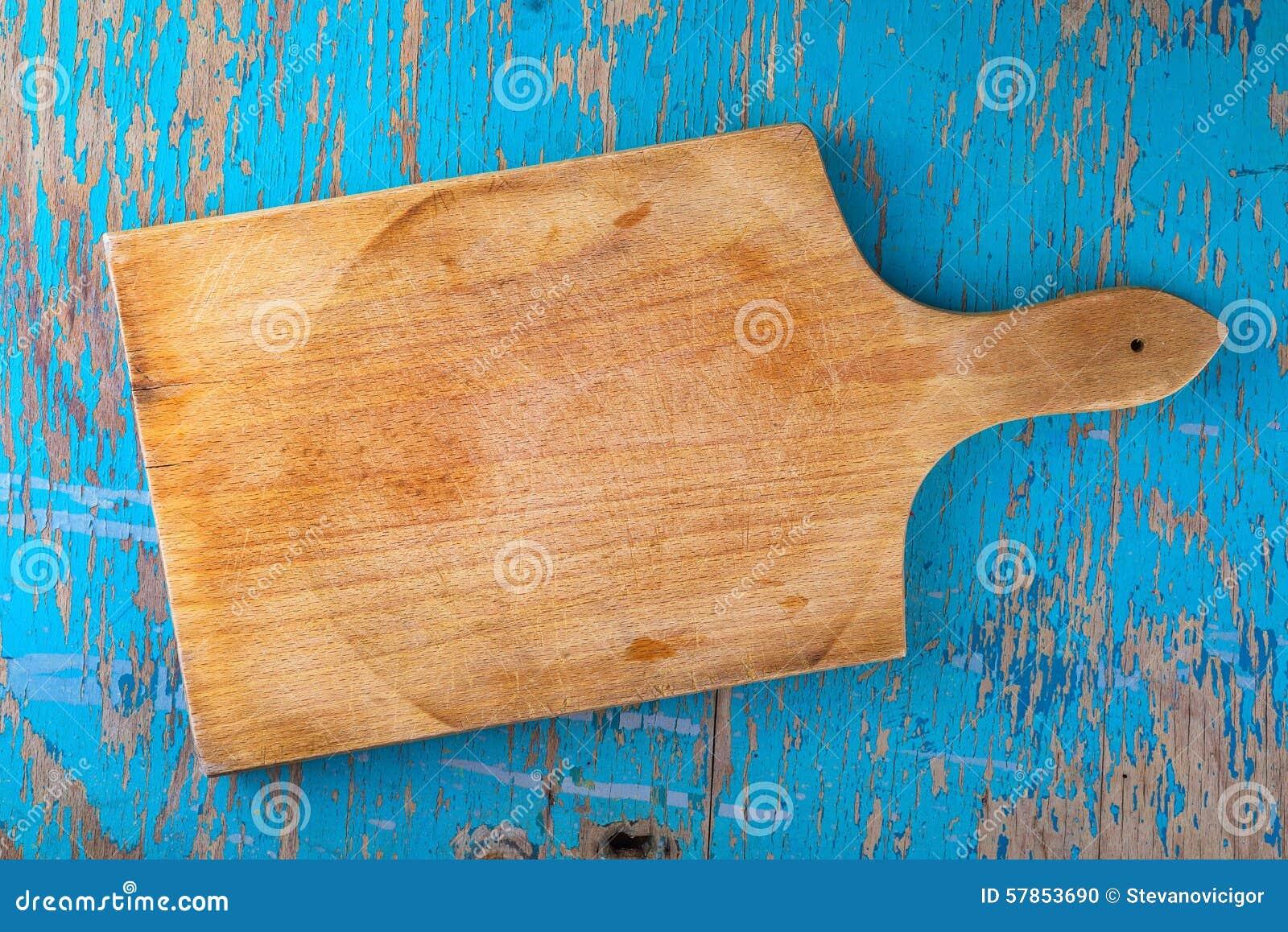 Planche d couper sur la table de cuisine en bois for Planche bois cuisine