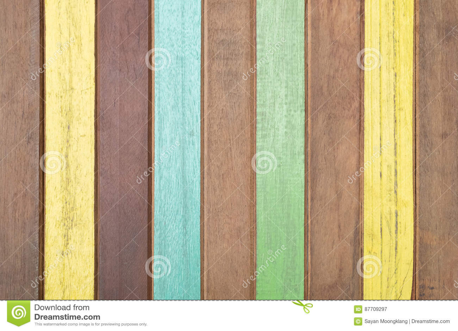 Planches peintes et planches en bois pour le fond