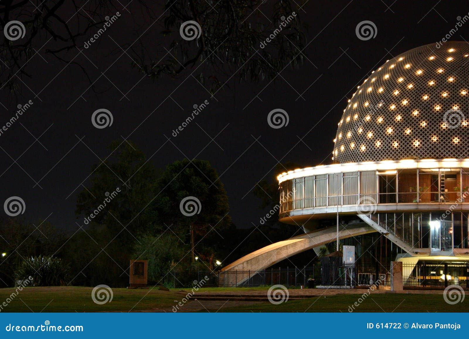 Planetarium bij Nacht