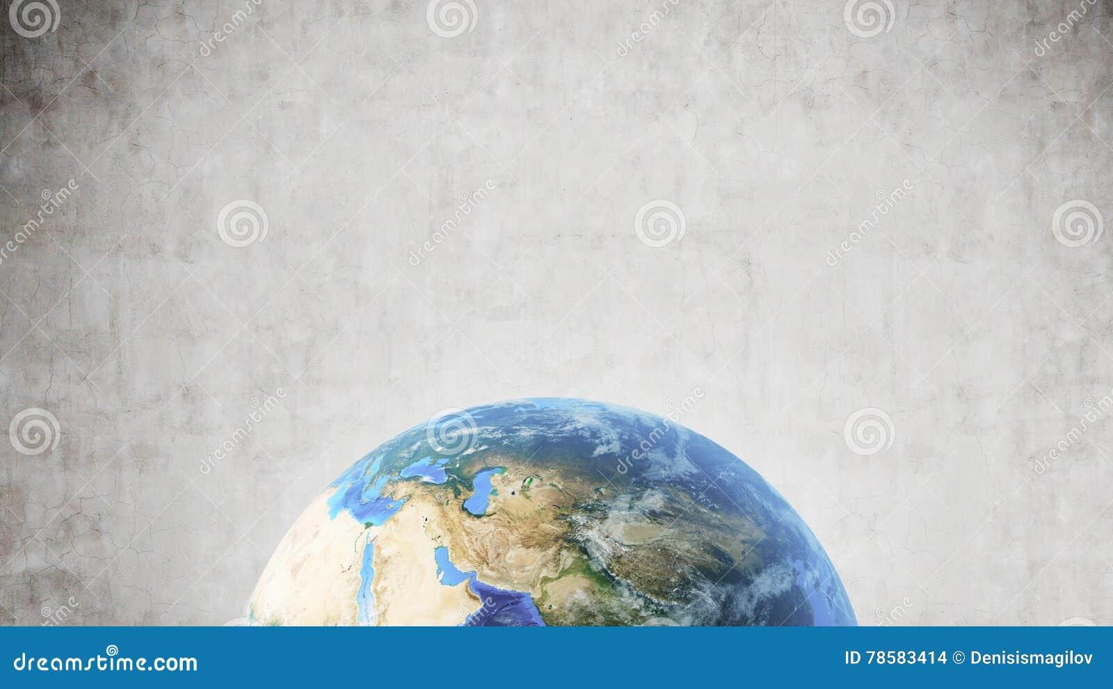 Planeten-Erde gegen Betonmauer, unterer Bildschirmrand